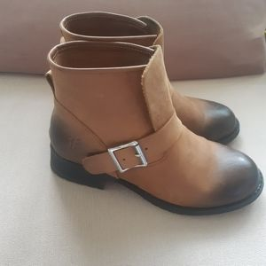 Frye tan leather ankle boots 36
